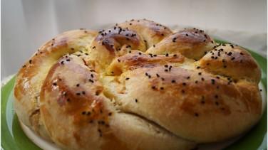 Kahvaltı çöreği tarifi (kapalı pizza)
