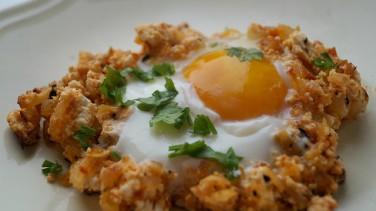 Tavada çökelekli yumurta tarifi
