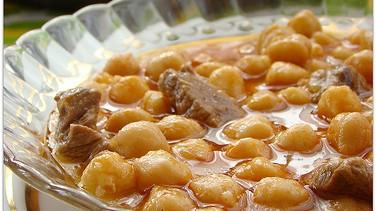 Etli nohut yemeği ve ayvalı pilav