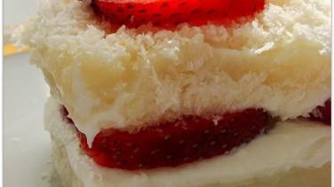 Çilekli sütlü pasta