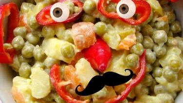 Mayonez yapımı ve garnitürlü salata (rus salatası)
