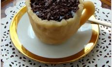 Marzipan kaplamalı fincan kek