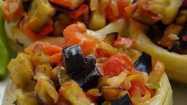 Enginar çanağında zeytinyağlı patlıcan