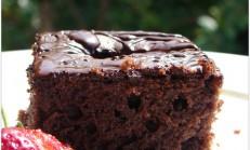 Çikolatalı çilekli kek